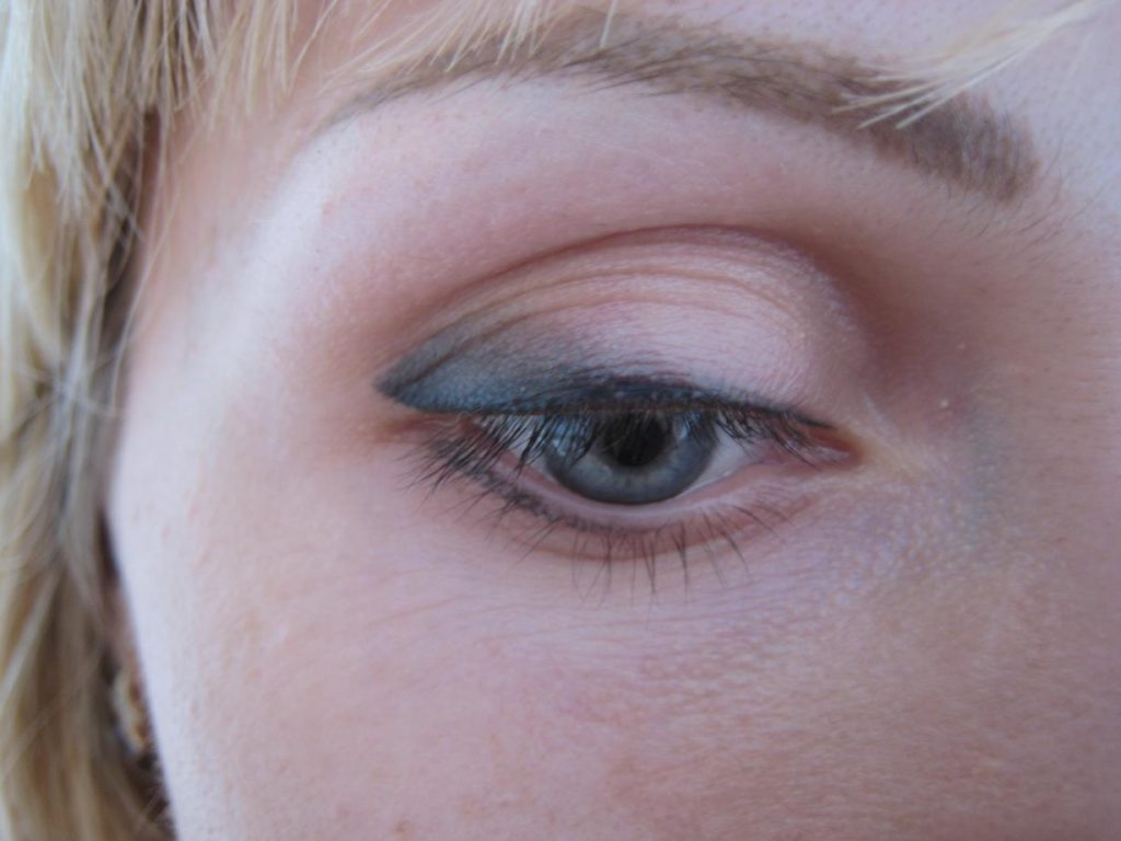 глаз с татуажем